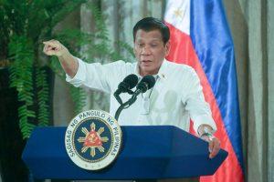 Tổng thống Duterte cho phép quân đội cảnh sát bắn những người chống đối lệnh phong toả Covid-19