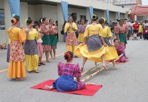 Tinikling điệu nhảy sạp truyền thống của Philippines