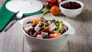 """Ẩm thực Philippines: Canh Sinigang món ăn gây """"tê lưỡi"""" du khách"""